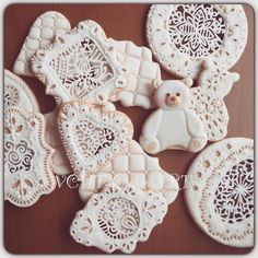 Eyelet lace, openwork, bears & rounds, by Verna Chen HT, posted at Cookie Connection