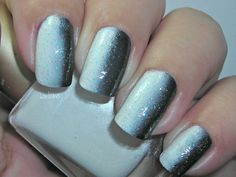 Vertical Gradient, different! Follow link for 34 Gradient Nail Ideas....