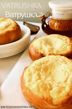 A Russian classic, baked sweet buns filled with sweet cheese Tvorog, Farmer's Cheese or Quark. A Russian brioche style bun (сдобное sdobnoe), a delicious and healthy treat. Quark Recipes, Chef Recipes, Sweet Recipes, Ukrainian Recipes, Russian Recipes, Russian Foods, Ukrainian Food, Vatrushka Recipe, Cookies