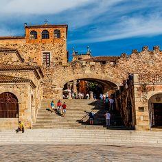 Cáceres, la ciudad bimilenaria, en 10 imprescindibles (alguno muy moderno) #viajes #extremadura #ciudades #destinos #imprescindibles Secret Places, Spain Travel, Wanderlust Travel, Traveling By Yourself, Beautiful Places, Barcelona, Road Trip, Places To Visit, Adventure