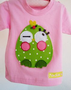 CAMISETAS - mocoloco.es Sewing Appliques, Applique Patterns, Applique Designs, Embroidery Applique, Kids Outfits Girls, Shirts For Girls, Kids Shirts, Sewing Crafts, Sewing Projects