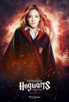 Sone PS SNSD members with Hogwarts uniform SNSD-Hyoyeon
