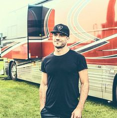 Why you should definitely be crushing on quarterback-turned-country star Sam Hunt!