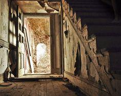 Abandoned+-+open+door.jpg (1000×800)