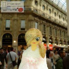 #Galeria #Vittorio #Emanuele #Milan, considerada #capital #mundial del #diseño y de la #moda. En ella han nacido grandes #marcas de #altacostura como #Gucci #DolceGabbana o #Prada #milano #viaje #Italia #travel #fashion #style #look #chata #cristinatosio #vogue #novias #couture #chatasporelmundo #chxm #JuntosPodemos #lechatnoir contacto@le-chat-noir.es https://artesanio.com/le-chat-noir-hecho-a-mano/chata-broche-colgante-n-serie-b092+100031