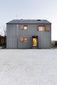 Casa CM is a house for a family designed by Italian architect Paolo Carlesso. Zone Rurale, Architecture Résidentielle, Grey Houses, Barn Houses, Minimalist Home, My House, House Kits, Facade, Building A House