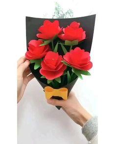 Paper Flowers Craft, Paper Crafts Origami, Paper Crafts For Kids, Flower Crafts, Diy Flowers, Diy Crafts Hacks, Diy Crafts For Gifts, Diy Arts And Crafts, Fun Crafts