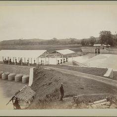 Bandjirkanaal met waterwerken te Semarang, anonymous, c. 1870 - c. 1910 - Rijksmuseum
