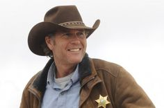 I finally caught the season premiere of Longmire and the show delivers a solid cast and story, which is amazing for the first episode of a new series… Robert Taylor Longmire, Walt Longmire, Robert Taylor Australian Actor, Australian Actors, Best Tv Shows, Favorite Tv Shows, Favorite Things, Longmire Tv Series, Longmire Cast