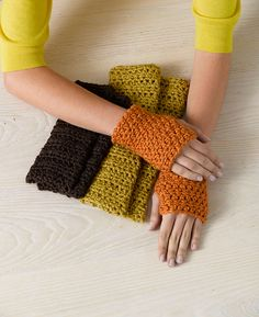 More fingerless gloves - beginner level and one skein of yarn! http://www.lionbrand.com/patterns/90647AD.html