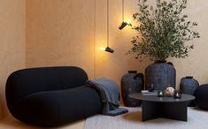 Une petite maison design de 70m2 en métal noir dans les bois - PLANETE DECO a homes world Minimalist Interior, Minimalist Home, Architecture Visualization, Cabin Homes, Home Studio, Line Design, Amazing Architecture, Interior Design Inspiration, Renting A House
