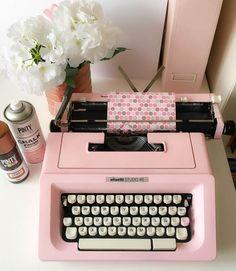 Máquina de escribir pintada con chalk paint en spray Pintyplus. La pintura en spray más deco.