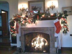 Mantel Decorating Idea for Christmas
