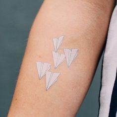 Белые татуировки для девушек-2