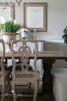 Spring Dining Room: A Simple and Easy Spring Refresh Modern French Country, French Farmhouse Decor, French Country Decorating, Farmhouse Style, Country Interior Design, Living Room Sofa, Dining Rooms, Country Style Homes, Home Decor Inspiration