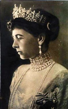 I *think* this is Queen Sophia of Greece.  She was the daughter (UK) Princess Royal and Prince Frederick William of Prussia.  She married King Constantine 1 of the Hellenes in 1889