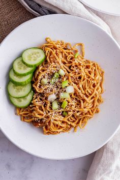 These easy vegan cold peanut noodles make the most delicious summer lunch or dinner. Serve topped with cucumber slices for a refreshing meal. Dinner Recipes Easy Quick, Vegetarian Recipes Easy, Quick Easy Meals, Lunch Recipes, Summer Recipes, Healthy Recipes, Delicious Recipes, Asian Noodle Recipes, Dinner Ideas