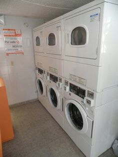 👍 Utilizamos maquinas de ultima tecnologia para que su ropa se sienta como en casa!!! 😉 Washing Machine, Laundry, Home Appliances, Home, Tecnologia, House Appliances, Laundry Service, Appliances, Washers