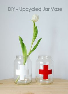 DIY Upcycled Jar Vase // cute for in the bathroom