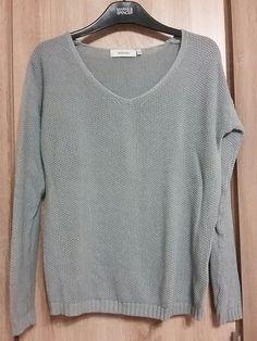 Sedy svetrik se strukturou C Sweaters, Fashion, Moda, Fashion Styles, Sweater, Fashion Illustrations, Sweatshirts, Pullover Sweaters, Pullover