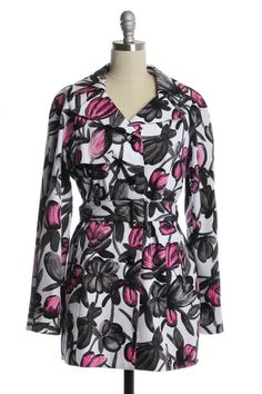 -Black and Pink Large Bloom Print  -Lapel Collar   -Zipper Front Pockets  -3 Button Down Front   -Adjustable/Removable Belt   Approx. 26 inch Sleeves  Approx. 40 inch Bust   Approx. 40  inch Waist   Approx. 31 inches in Length