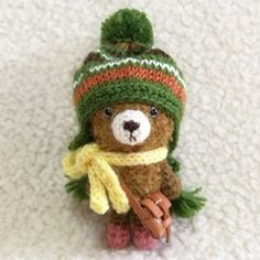 プチサイズのくまちゃん + グリーン帽