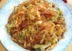 非常簡單的一道【包菜粉絲】,包菜鮮甜醬汁飽滿。。