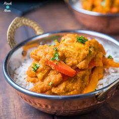 We've been working on this Low fat Slimming World 2 Syn Chicken Korma Curry for months trying to get it close to an Indian takeaway. Slimming World Dinners, Slimming World Chicken Recipes, Slimming World Recipes, Easy Chicken Recipes, Easy Dinner Recipes, Easy Meals, Healthy Asian Recipes, Indian Food Recipes, Korma