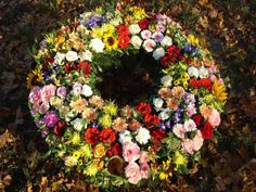 Biedermeier colorful wreath | Fötschl flowers Vienna - Funeral Flowers