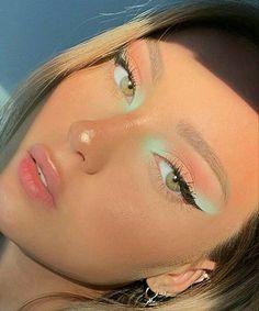 Edgy Makeup, Makeup Eye Looks, Eye Makeup Art, Cute Makeup, Pretty Makeup, Skin Makeup, Eyeshadow Makeup, Golden Eyeshadow, Bird Makeup