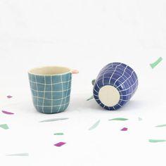 T A S S E - A - C A F E // Tasse à café à carreaux / Quadrillage piscine / Tasse à oreille / Fait main en France / Artisanale de la boutique CamilleetClementine sur Etsy