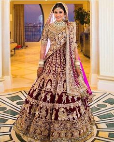 This gorgeous Manish Malhotra bride is definitely giving us SOO much life right now!