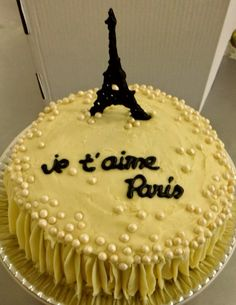 Bolo Paris glacê: #bolosdecorados  #aniversario #festa #festaadulto #confeitaria #bolodeparis #paris Bolo Paris, 30, Cake, Desserts, Food, Decorating Cakes, Dessert, Good Ideas, Tailgate Desserts