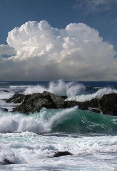 Sea, rocks, thundering waves. !IEC