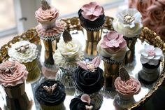 smaller cupcakes to go with large cake