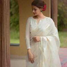 Have a look at the latest blouse designs trends for this year. Blouse Back Neck Designs, Fancy Blouse Designs, Saree Blouse Patterns, Saree Blouse Designs, Stylish Sarees, Stylish Dresses, Trendy Outfits, Indian Fashion Dresses, Indian Outfits