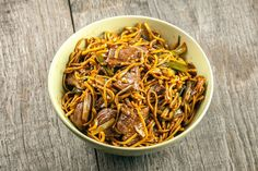 Get a taste of beef chow noodles with real wok flavors. Ready in 20 minutes with 45 minutes waiting, recipe for two. Asian Recipes, Beef Recipes, Cooking Recipes, Healthy Recipes, Ethnic Recipes, Yummy Recipes, Healthy Food, Beef And Noodles, Pasta Noodles