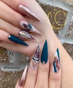 Stiletto nail art design is one of the classic nail shapes. Stiletto nails are also known as claw nails. With a larger surface, our nails can be very creative. Stiletto nails look more sexy and attractive than regular long nails. The Stiletto nail de Best Acrylic Nails, Acrylic Nail Designs, Nail Art Designs, Nail Swag, Hair And Nails, My Nails, Stiletto Nail Art, Coffin Nails, Fire Nails