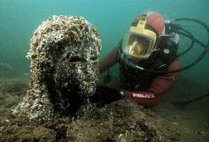 Lost Egyptian City Revealed After 1,200 Years Under Sea.  http://www.construindohistoriahoje.com/2013/10/thonis-heracleion-tesouros.html