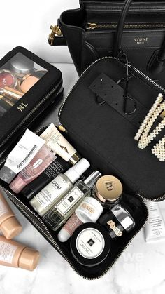 Discovered by Raz. Find images and videos on We Heart It - the app to get lost in what you love. Makeup Bag Essentials, Travel Bag Essentials, Beauty Essentials, Travel Bags, Expensive Makeup, Bath And Body Works Perfume, Makeup Bag Organization, Travel Makeup, Aesthetic Makeup