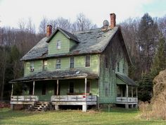 An abandoned house in Mountaindale, NY. I suspect this served as a rooming house during the Borscht Belt Era.