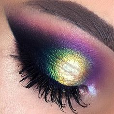 using @bennyemakeup cream eyeshadows,   @urbandecaycosmetics heat palette , @maqpro @makeupatelierparisofficial @makeupforeverofficial mono eyeshadows , parisax , @inglot_romania @makeupatelierparisofficial pigments