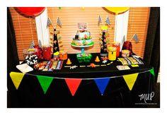 Bonitas ideas para tu próxima fiesta de Cars. Consigue todo para tu fiesta en nuestra tienda en línea entrando aquí: http://www.siemprefiesta.com/fiestas-infantiles/ninos/articulos-cars-disney.html?utm_source=Pinterest&utm_medium=Pin&utm_campaign=Cars