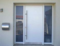 Haustür aus Kunststoff Modern Entrance Door, Hallway Ideas Entrance Narrow, Front Door Entrance, Modern Door, Entry Doors, Porch Windows, Diy Sliding Barn Door, Composite Door, Window Design