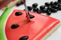Watermelon slice cookie tutorial by Sweet Sugar Belle {Callye Alvarado} Cookies Cupcake, Fancy Cookies, Cookie Icing, Iced Cookies, Cut Out Cookies, Cookies Et Biscuits, Cookie Favors, Flower Cookies, Heart Cookies