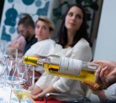 ENOVELY EXPERIENCE, esperienza di gusto attraverso l'assaggio di 6 vini provenienti da tutta Europa guidati dal Sommelier Michele Girelli! Scopri il nostro Sauternes del Vigneron Fabien Pascaud! Film, Drinks, Bottle, Dinners, Europe, Movie, Drinking, Beverages, Film Stock