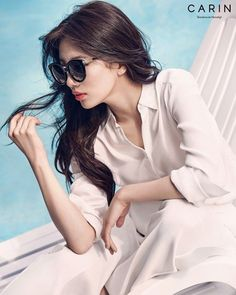 Suzy is pretty in shades for glasses brand 'Carin'!The photoshoot used white and blue colors for a perfect, summery theme. Suzy looks both cool and se… Bae Suzy, Korean Beauty, Asian Beauty, Suzy Bae Fashion, Korean Girl, Asian Girl, Korean Style, Miss A Suzy, Best Photo Poses