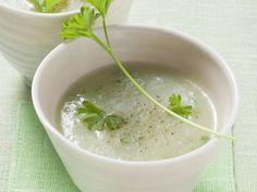 Cremige Kohlrabisuppe ist ein Rezept mit frischen Zutaten aus der Kategorie Cremesuppe. Probieren Sie dieses und weitere Rezepte von EAT SMARTER!