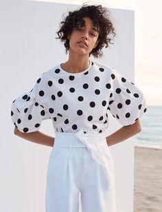 Damaris Goddrie Dare You Not to Buy Everything From Zara's New Editorial via Classic Fashion Looks, Damaris Goddrie, Moda Madrid, Zara Mode, Black And White Aesthetic, Black White, Zara Black, Zara New, Zara Fashion