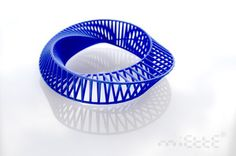 Mobius bracelet by Miette - 3d printed resin strong and flexible  dimensions: 3.1cm x 10.6 cm x 10.8 cm - 70€